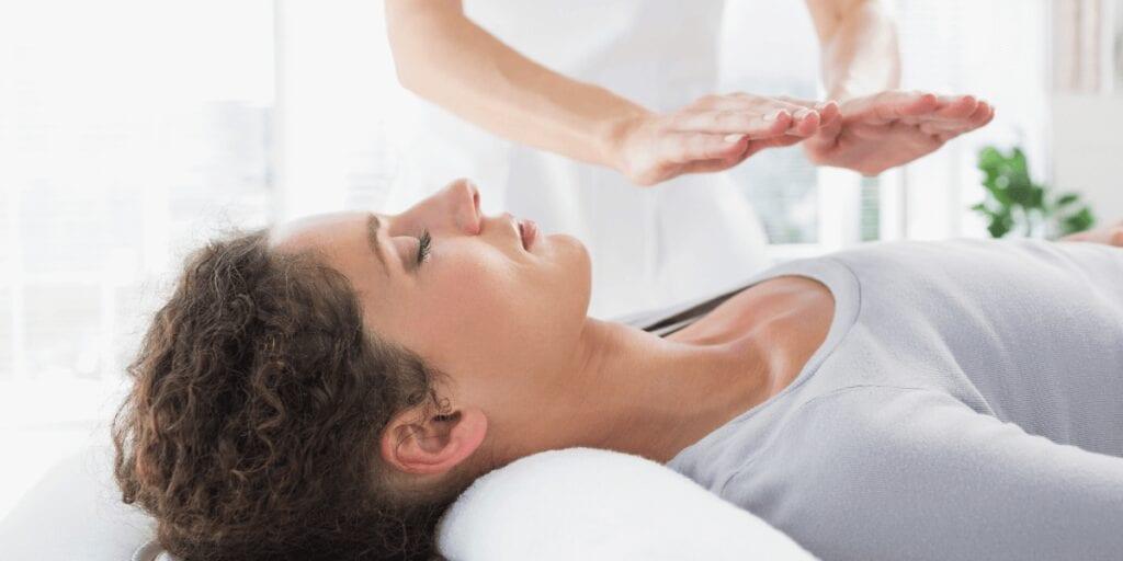 Healing energy through a reiki treatment at Shapedays